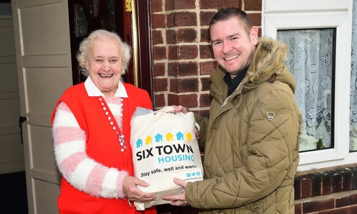 500 vulnerable social housing tenants receive winter warmer packs